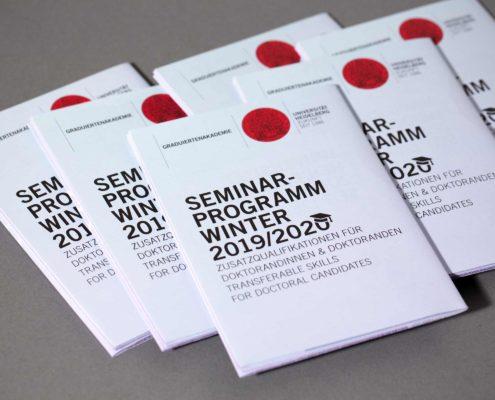 Gesa Siebert Kommunikationsdesign Graduiertenakademie Universität Heidelberg Flyer Faltflyer Plakat Illustration Seminarprogramm Wintersemester 2019/2020 Detailansicht