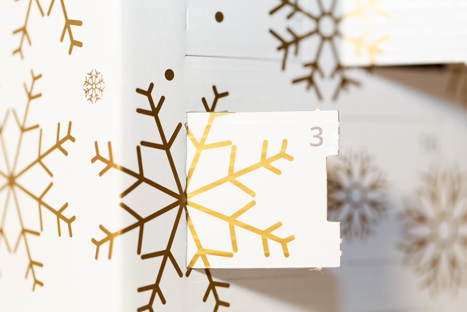 Gesa Siebert Kommunikationsdesign JWhisky Weihnachtskalender 2017 Sonderfarbe Pantone Gold Flaschenlabels Etiketten